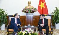 Phó Thủ tướng, Bộ trưởng Bộ Ngoại giao Phạm Bình Minh tiếp Quốc vụ khanh Bộ Ngoại giao Liên hiệp Vương quốc Anh và Bắc Irealand