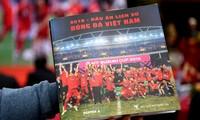 """Ra mắt sách và triển lãm ảnh """"2018 - Dấu ấn lịch sử bóng đá Việt Nam"""