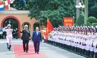 Thủ tướng Nguyễn Xuân Phúc kiểm tra công tác sẵn sàng chiến đấu tại Quân chủng Hải quân
