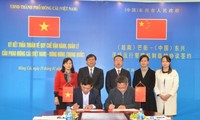 Ký thỏa thuận tạm thời Quy chế vận hành, quản lý cầu phao tạm Móng Cái (Việt Nam) - Đông Hưng (Trung Quốc)