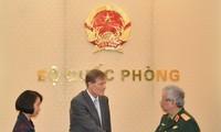 Thượng tướng Nguyễn Chí Vịnh tiếp Giám đốc USAID VN và Đại sứ Italiy
