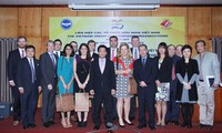 Lãnh đạo Liên hiệp các tổ chức hữu nghị Việt Nam tiếp Đoàn trợ lý Nghị sỹ Mỹ