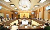 Ủy ban Thường vụ Quốc hội thảo luận về Luật Tổ chức Chính phủ và Luật Tổ chức chính quyền địa phương (sửa đổi)