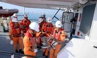 Kịp thời đưa ngư dân bị bệnh từ Huyện đảo Trường Sa về đất liền cứu chữa