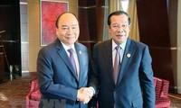 Thủ tướng Nguyễn Xuân Phúc gặp gỡ Thủ tướng Campuchia bên lề BRF 2019