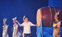 Phó Thủ tướng Vương Đình Huệ đánh trống khai mạc Lễ hội Du lịch Cửa Lò, tỉnh Nghệ An
