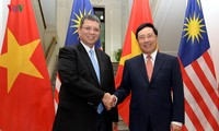 Phó Thủ tướng, Bộ trưởng Ngoại giao Phạm Bình Minh hội đàm Bộ trưởng Ngoại giao Malaysia Saifuddin Abdullah
