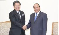 Thủ tướng Nguyễn Xuân Phúc tiếp Thống đốc Ngân hàng Hợp tác quốc tế Nhật Bản