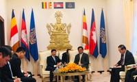 Chủ nhiệm UBNNVNVNONN Nguyễn Quốc Cường làm việc tại Campuchia