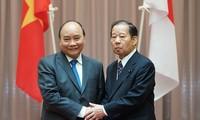 Thủ tướng Nguyễn Xuân Phúc tiếp Chủ tịch Liên minh Nghị sỹ hữu nghị Nhật Bản - Việt Nam