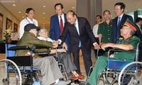 Thủ tướng dự lễ tuyên dương thương binh nặng tiêu biểu toàn quốc
