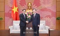 Phó Chủ tịch Quốc hội Phùng Quốc Hiển tiếp Đoàn đại biểu Quốc hội Lào