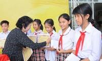 Trao 120 suất học bổng Vừ A Dính tặng học sinh vượt khó, học giỏi tại Long An