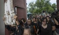 Жителям Таиланда разрешат войти в Большой дворец и проститься с усопшим монархом