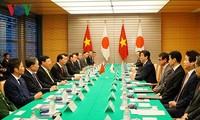 Президент Вьетнама Чан Дай Куанг провёл переговоры с премьером Японии Синдзо Абэ