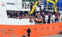 Миграционный кризис: 5 стран Европы договорились о приёме беженцев с судна Aquarius