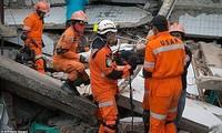 Число погибших в результате землетрясения и цунами в Индонезии достигло примерно 1300 человек