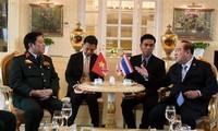 越南国防部长吴春历与东盟各国国防部长举行双边会晤
