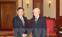 阮富仲会见老挝建国阵线中央委员会主席和老越友协主席