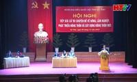 越南政府副总理王庭惠与河静省选民接触