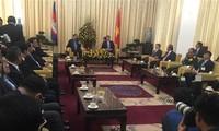 胡志明市领导人会见柬埔寨首相洪森