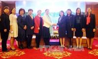 加强越中两国人民和妇女的友谊