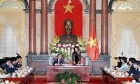 越南国家副主席邓氏玉盛:国家的未来在年轻人肩上