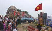 越南大陆领土最东端地区举行2017年新年升旗仪式