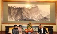 阮富仲会见中国对外友协代表团并出席向李小林会长授予友谊勋章仪式