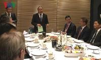 阮春福与世界大型企业对话
