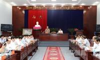 越共中央总书记阮富仲视察薄寮省