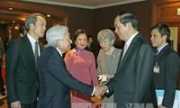 日本天皇与皇后启程前往越南顺化市