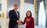 越南驻荷兰大使吴氏和访问鹿特丹市