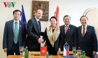 越南国会主席阮氏金银访问捷克卡罗维发利市