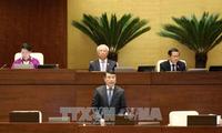 越南国家银行行长黎明兴接受质询