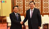 越南国会副主席杜伯巳访问中国