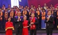 """2017年越南优秀青年企业家""""红星奖""""颁奖"""