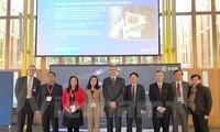 越南驻荷兰大使吴氏和访问欧洲航天局
