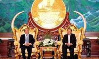 阮春福会见老挝高层领导人
