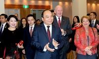 阮春福出席越澳建交45周年纪念大会暨招待宴会