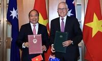 阮春福和特恩布尔签署关于建立战略伙伴关系的联合声明