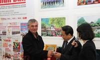 阮富仲访问法国有助于加强两国合作