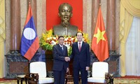 陈大光会见老挝国家主席办公室主任坎蒙• 蓬塔迪