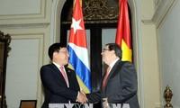 越南政府副总理兼外交部长范平明与古巴外交部长罗德里格斯举行会谈
