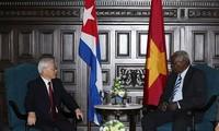 阮富仲会见古巴全国人民政权代表大会主席拉索