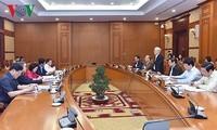 越共中央政治局向提交十二届七中全会审议的提案提供意见