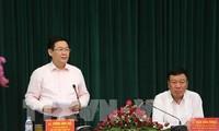 越南政府副总理王庭惠视察南定省