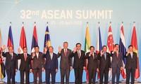 阮春福对新加坡的正式访问和出席第32届东盟峰会行程在多个方面取得成功