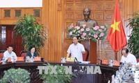 阮春福与六省领导干部就适应自然灾害农村发展项目举行工作会议