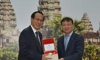 越南与柬埔寨加强双边贸易交流